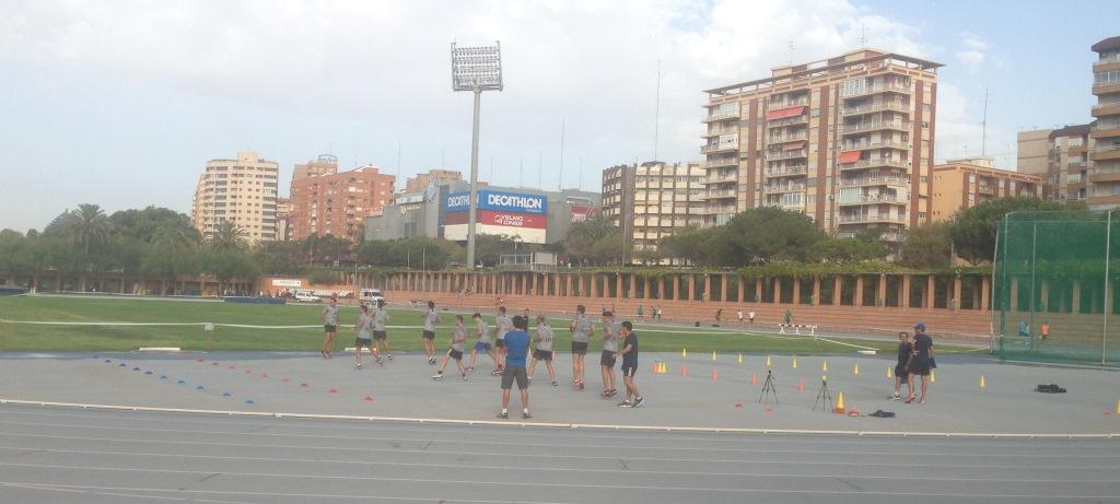 Pruebas físicas en pista de atletismo