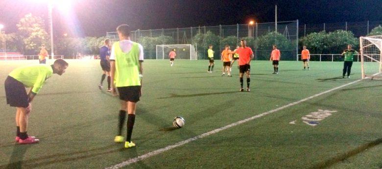 Entrenamiento de fútbol entre árbitros